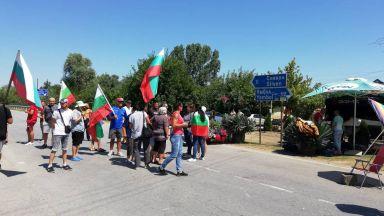 Блокадата от протестиращи край Крушаре падна