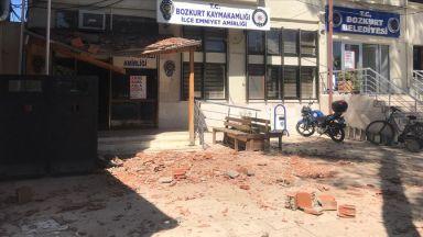 Големи разрушения и десетки ранени при мощния трус в Турция
