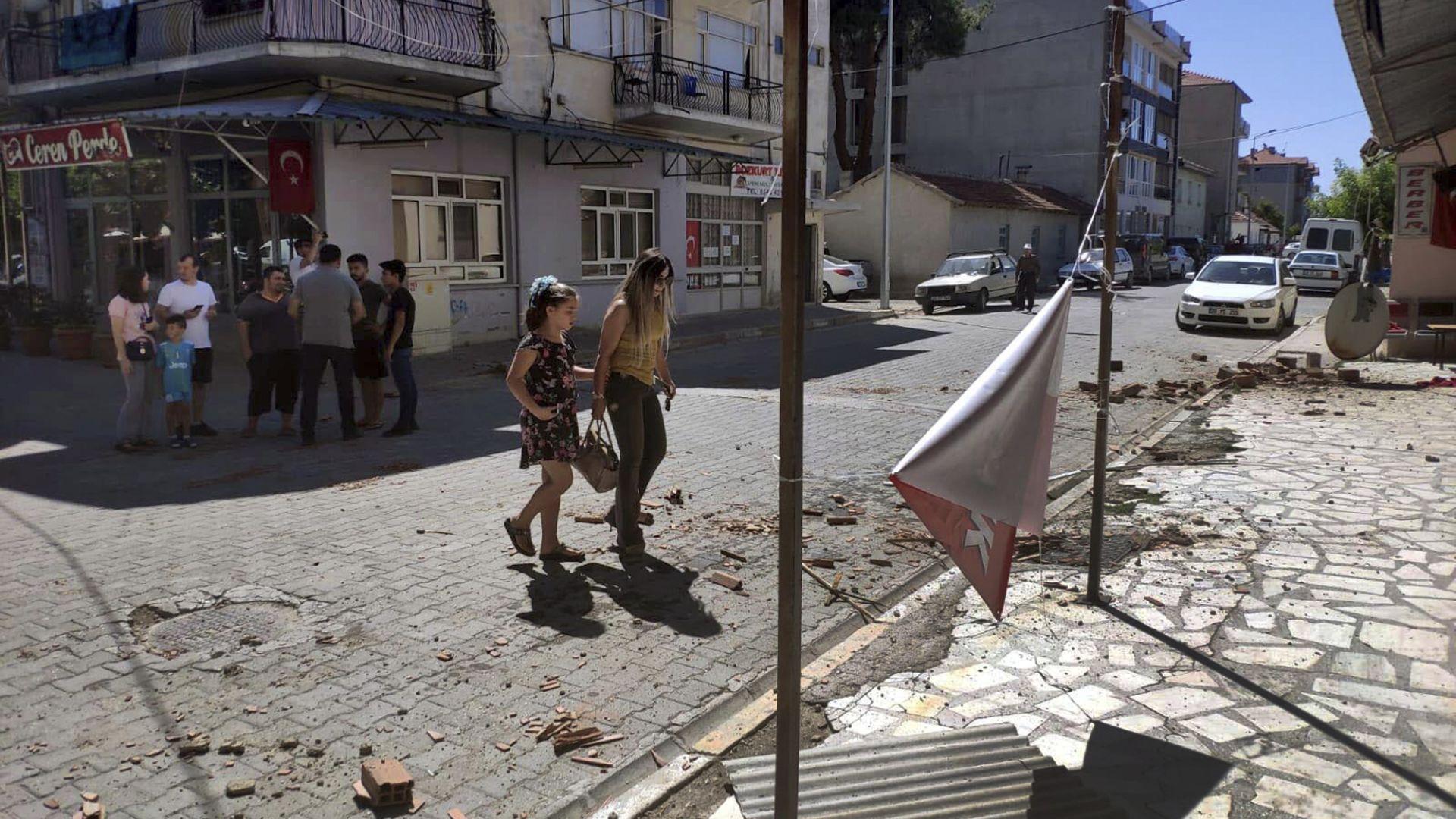 Турските медии за труса: Двоен кошмар в Егейския регион