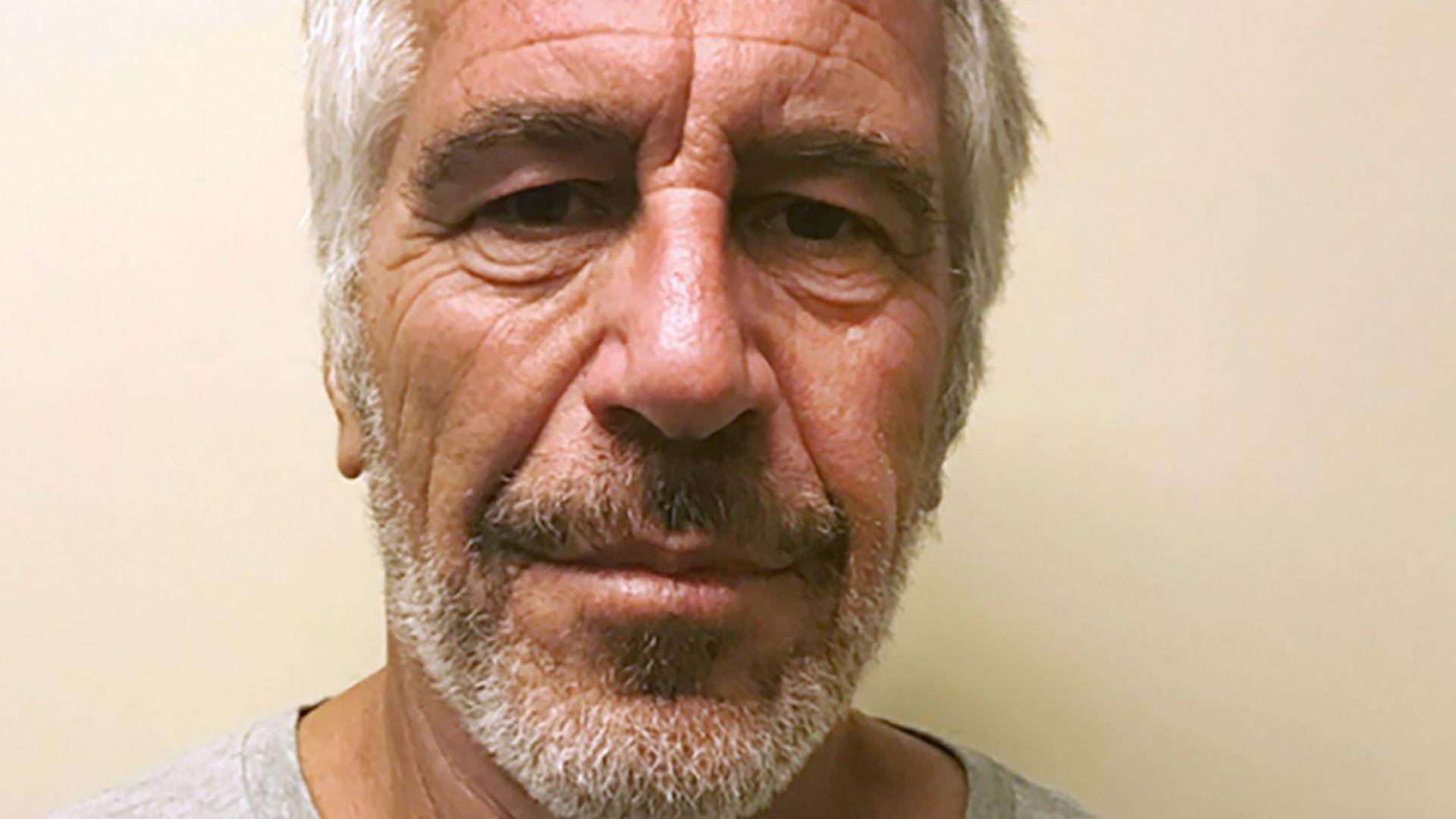Самоубилият се Епстийн бил под наблюдение в затвора, но после било снето