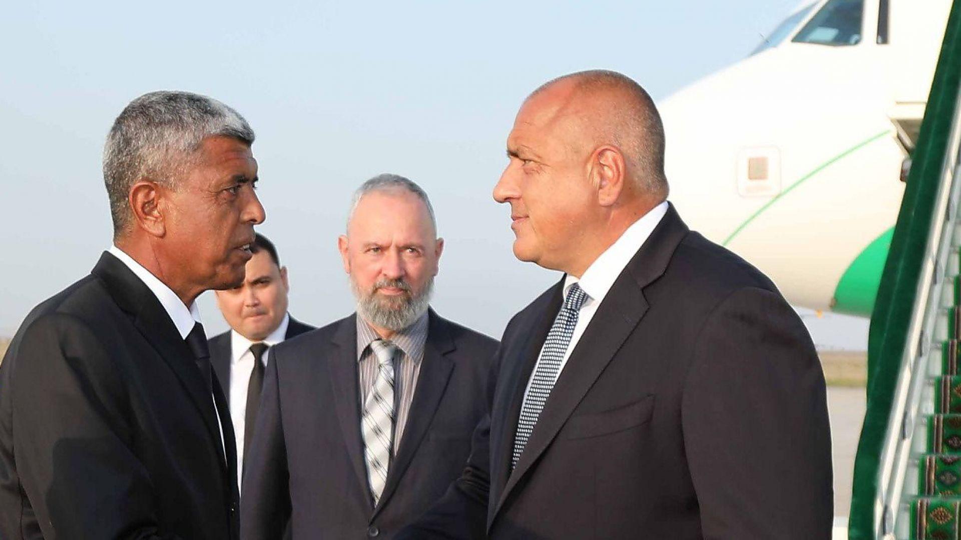 Борисов и четирима министри са в Туркменистан