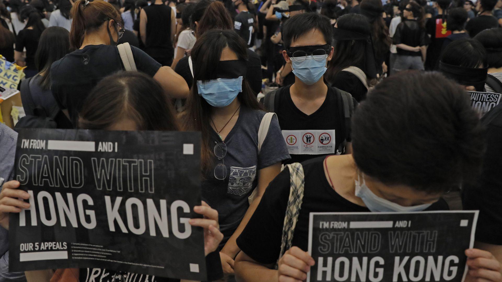 """Пекин поиска от Лондон да прекрати """"намесата си"""" в Хонконг"""