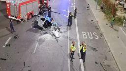 Кола се заби в стена на варненски булевард, борят се за живота на трима