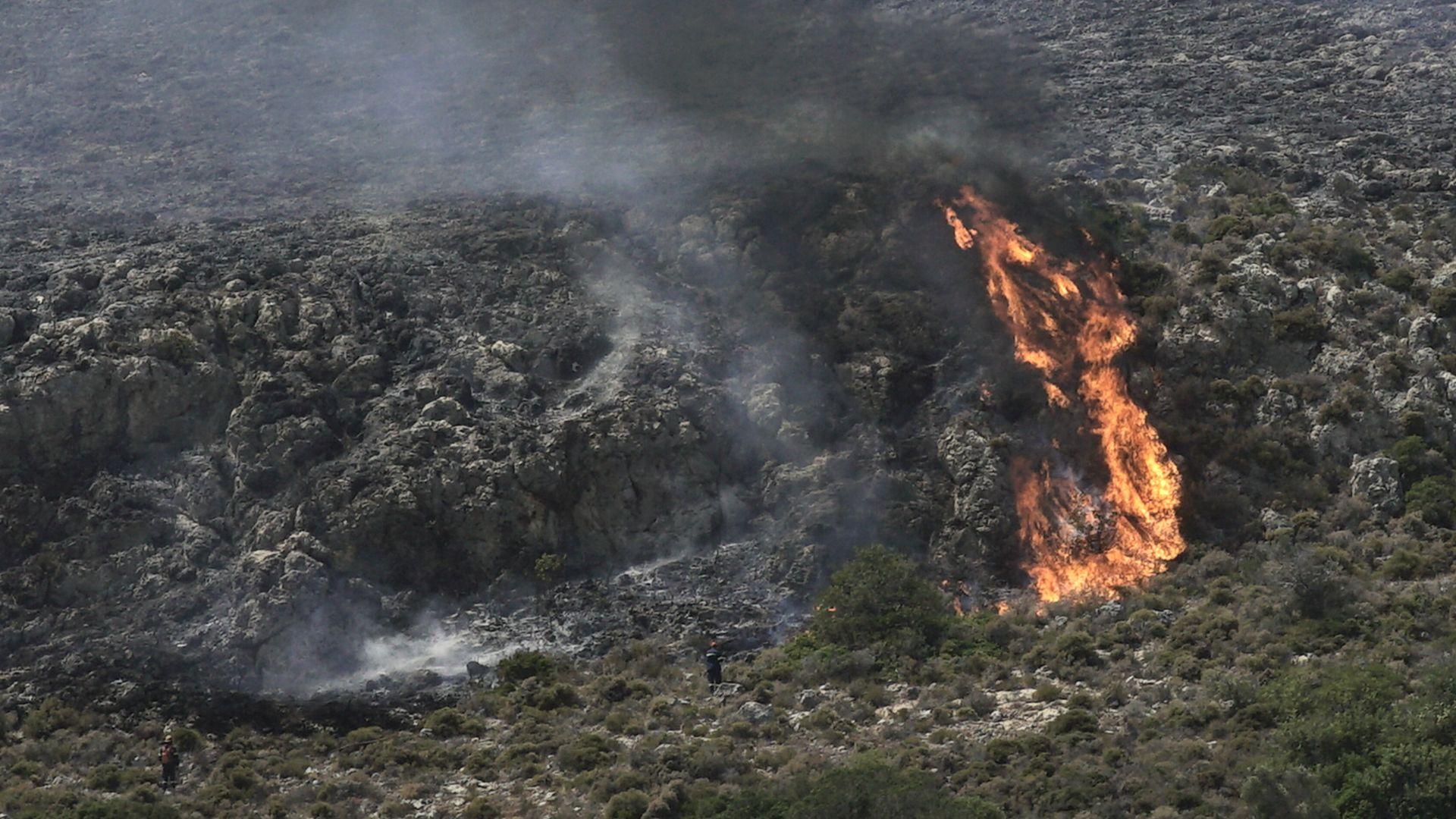 Огромен пожар край Атина, предприета е евакуация