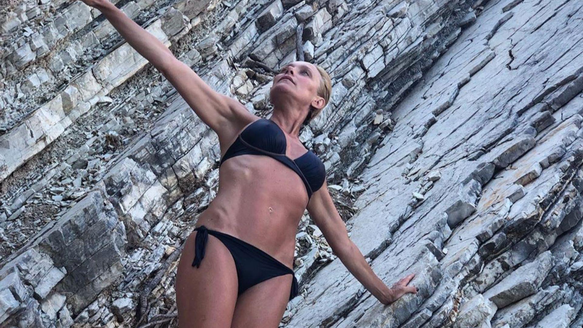 Койна Русева показа страхотна фигура по бански на 49