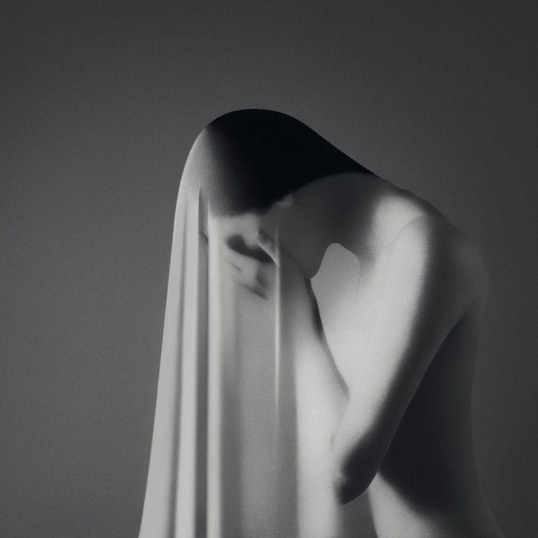 Женски автопортрети: покана за емоция и тишина в градския хаос
