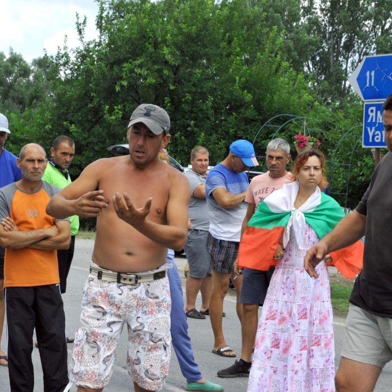 Протестиращи от село Крушаре