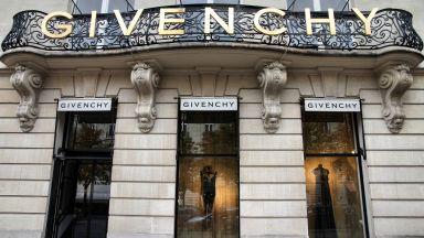 Модните къщи Givenchy, Versace и Coach си навлякоха гнева на Китай