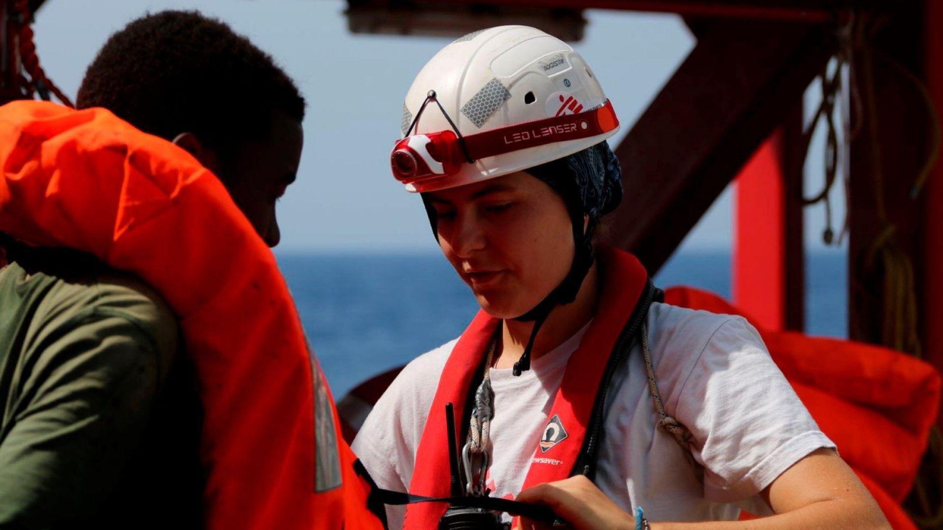 Спасителен кораб трупа мигранти от Средиземно море