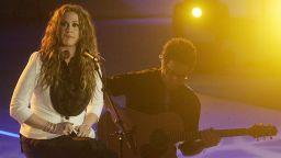 Аланис Морисет с нова песен, но може да отмени турнето си
