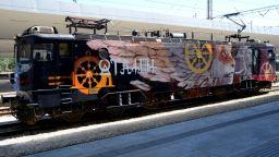 Изрисуваният локомотив на Насимо ще обикаля цялата страна