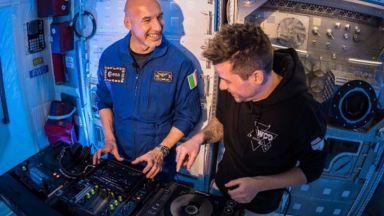 Италиански астронавт ще се изяви като диджей от космоса