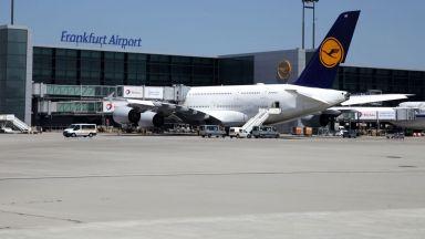 Близо 40 българи са блокирани на летището във Франкфурт