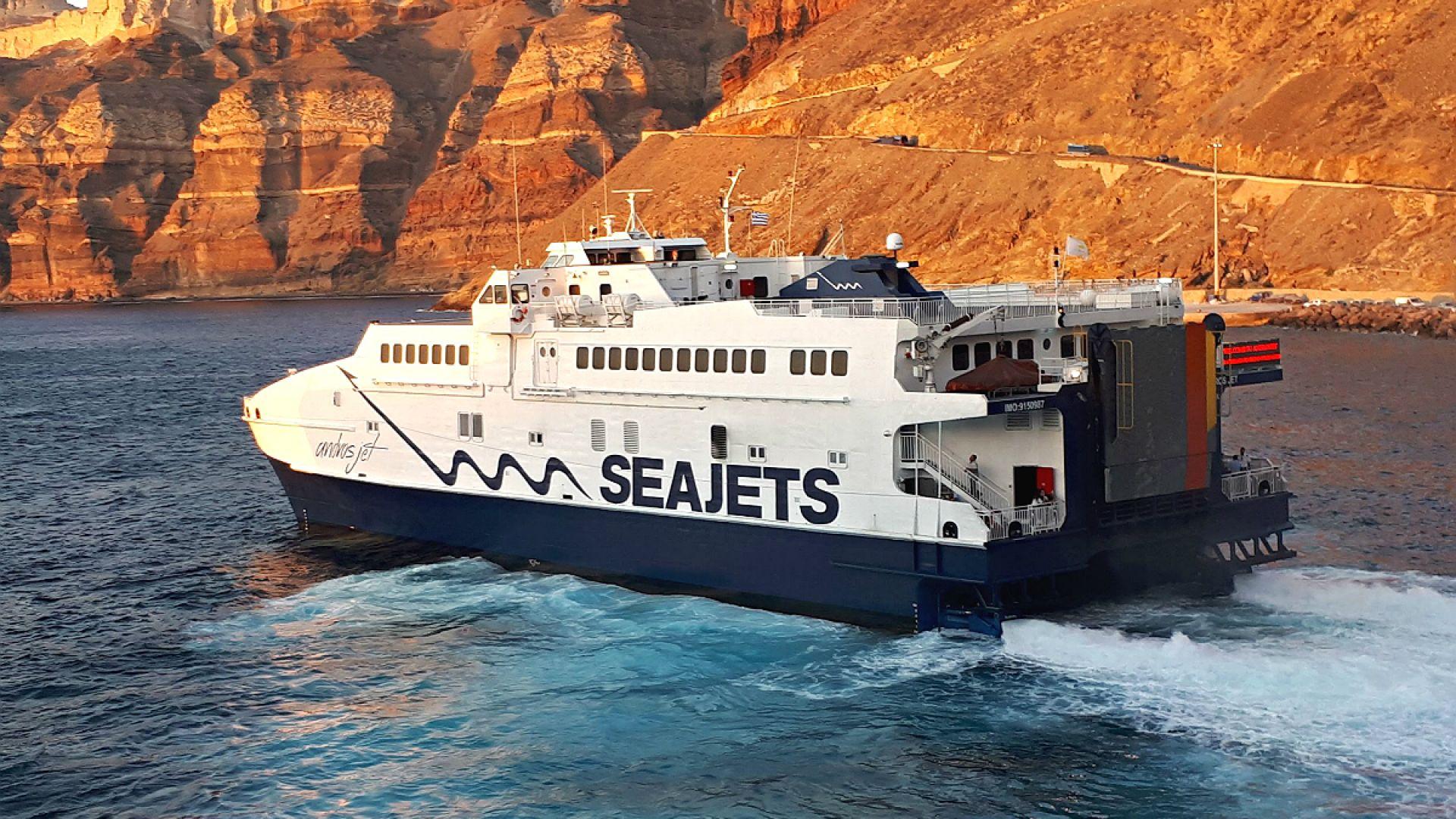 Тръгнаха фериботи към блокираните туристи в Самотраки