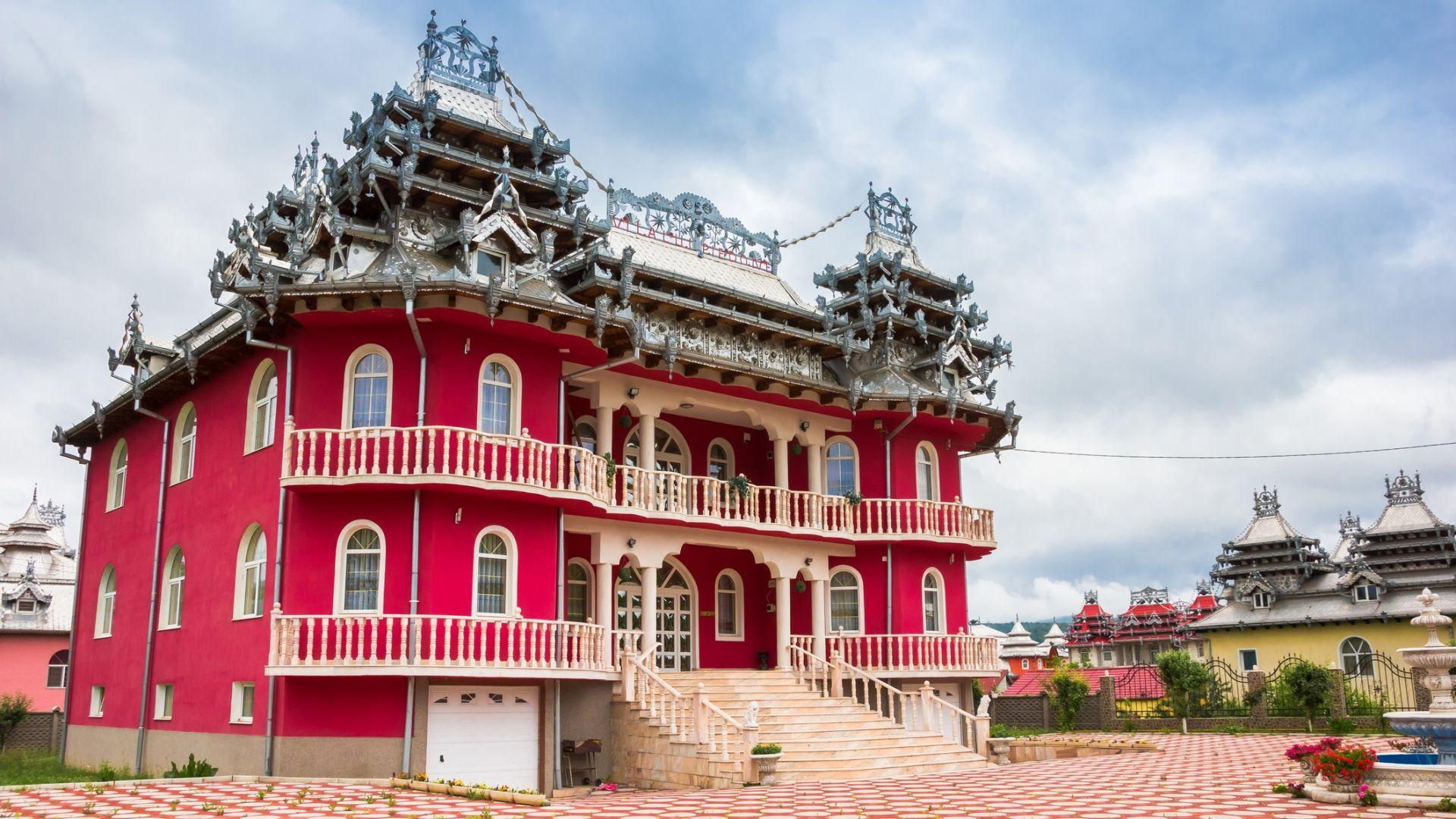 """""""Ромските палати"""" - архитектурен феномен в Румъния, който смущава"""