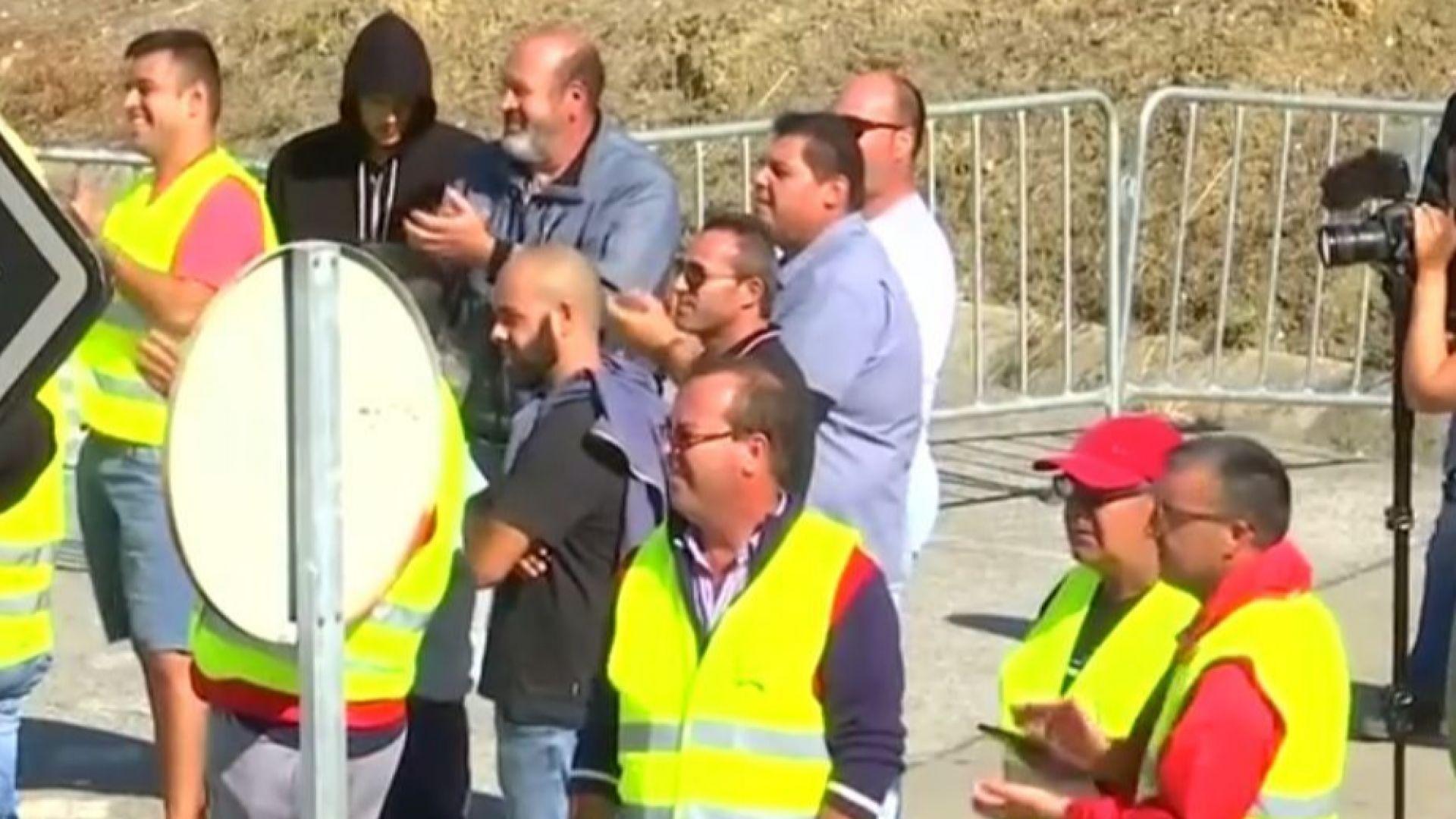Стачкуващите португалски превозвачи на горива не правят минимални доставки
