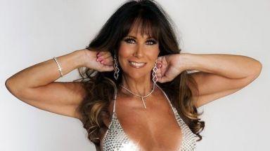 Еротичен модел се снима с емблематичния си бански 31 години по-късно