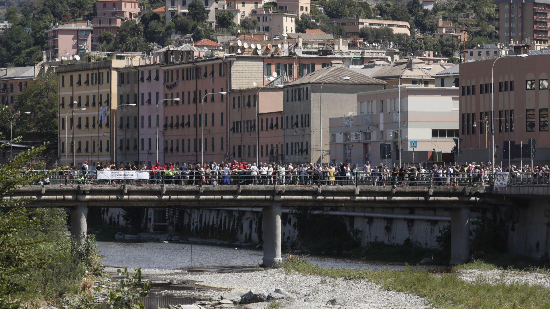 Италия отбелязва днес първата годишнина от срутването на моста в