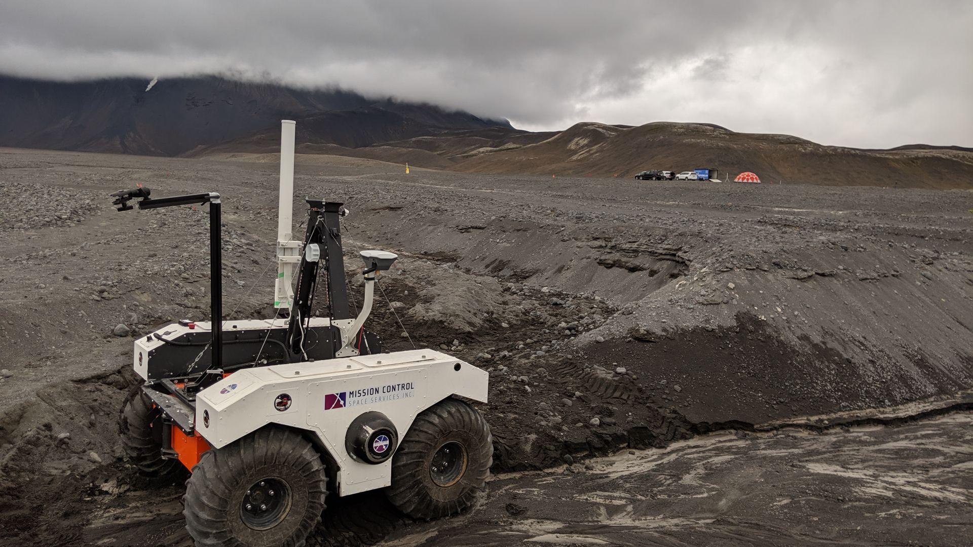 НАСА тренира в Исландия кацането си на Марс