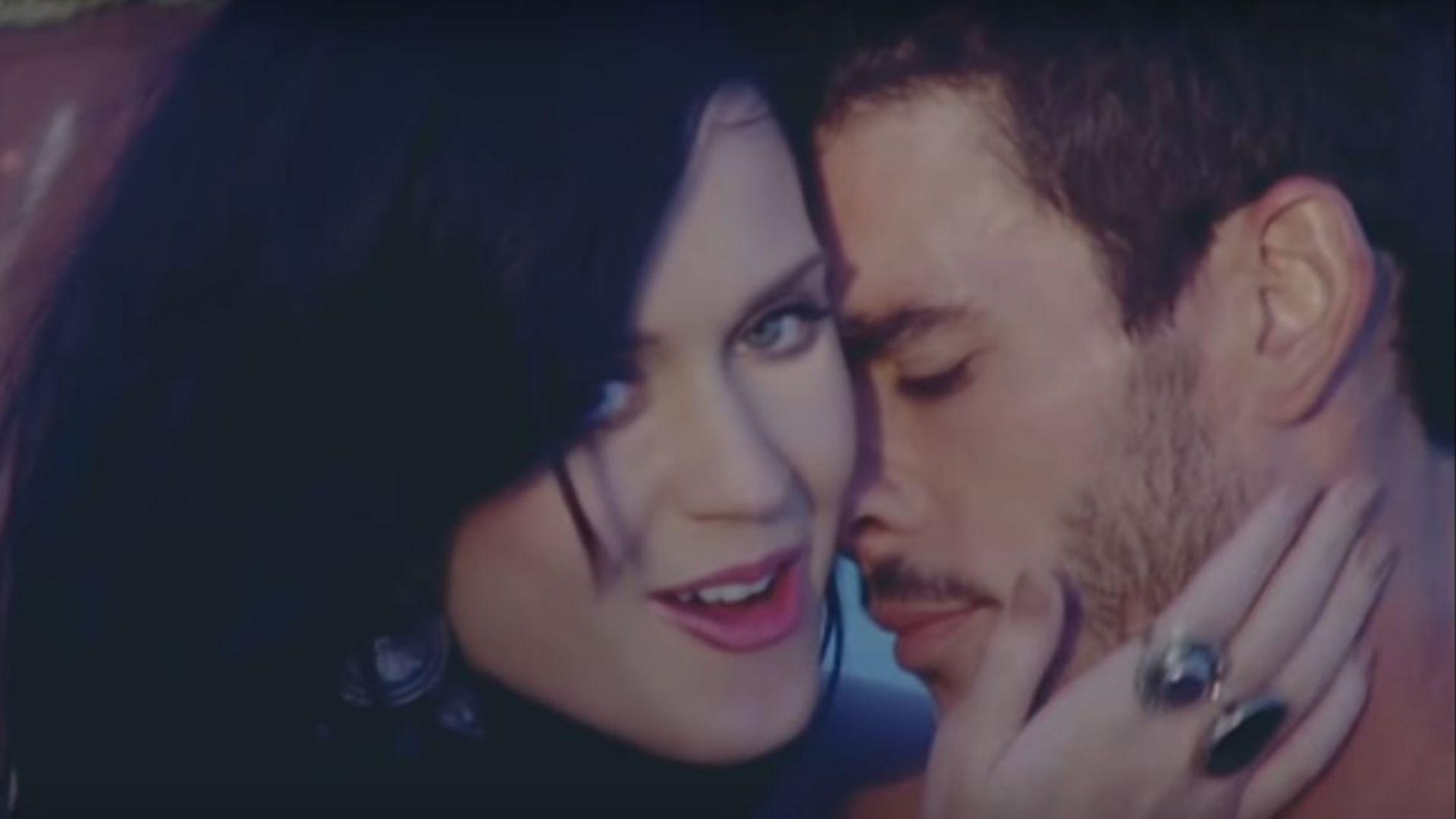 """Кейти и Джош във видеото """"Teenage Dream"""""""