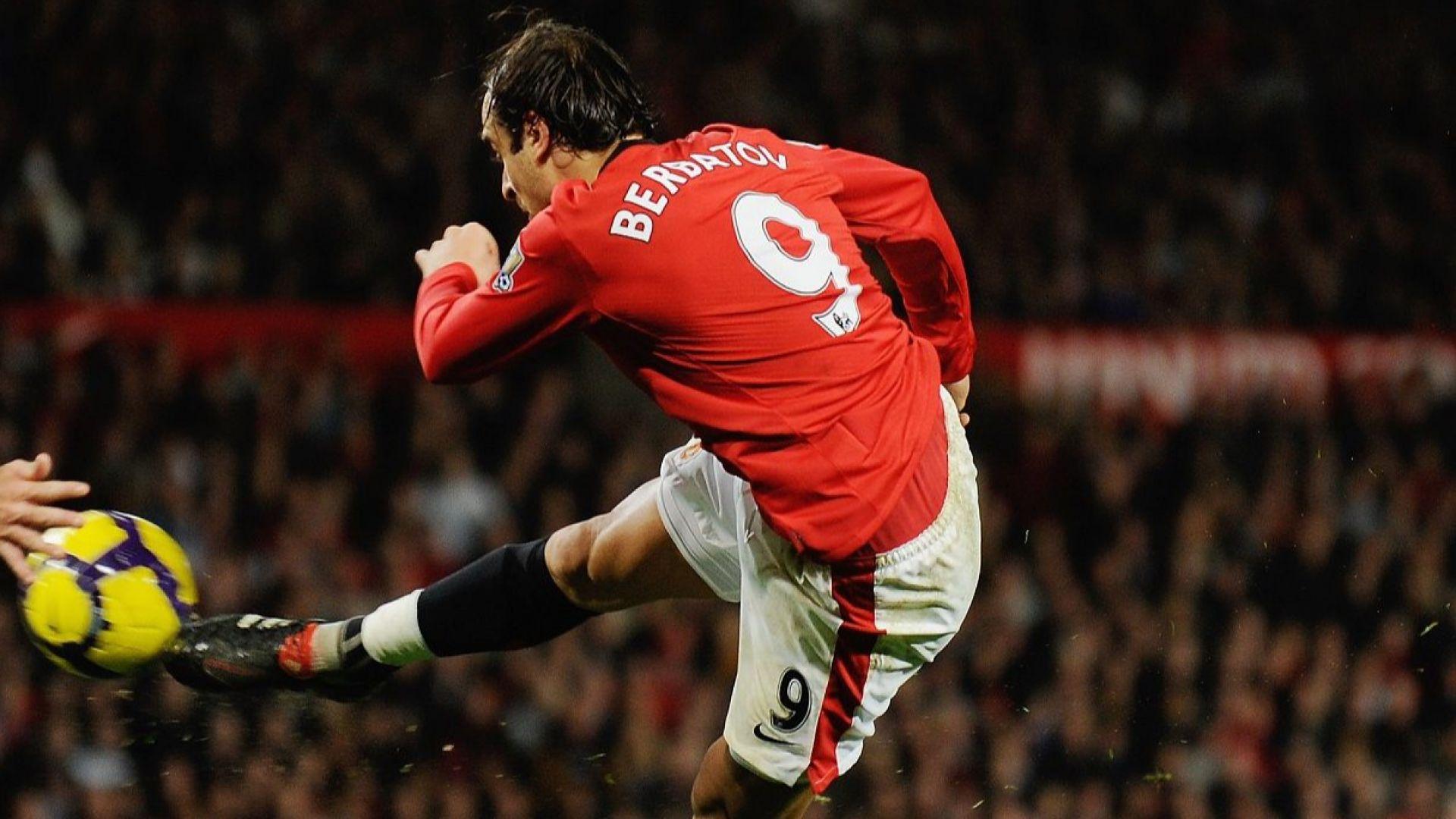 Наредиха Бербатов сред най-великите с №9 в Манчестър Юнайтед