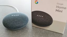Google Assistant вече позволява да даваме задачи на близките хора