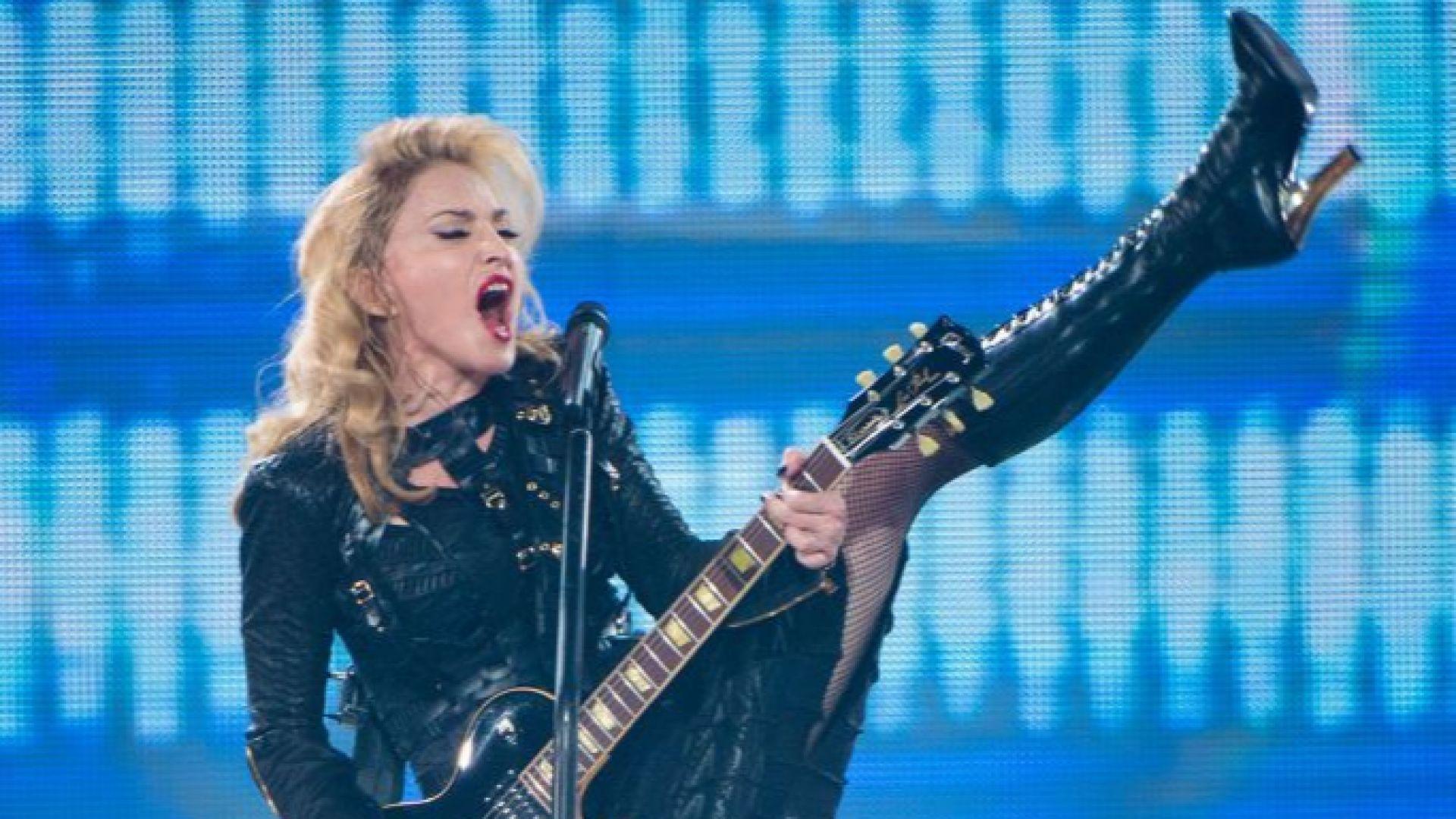 """Мадона """"смазана"""" от болка, отмени три концерта"""