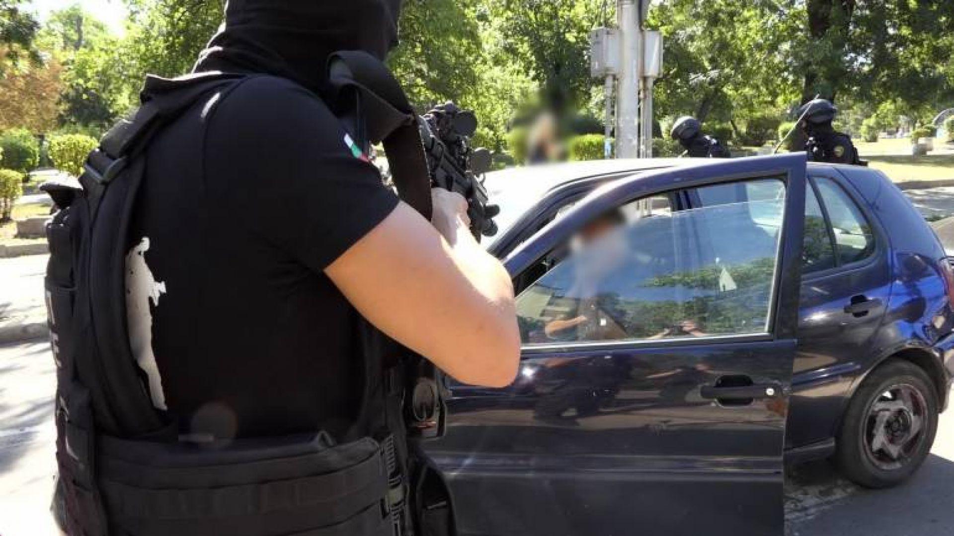 Съдът остави в ареста петима от обвинените за разпространение на фалшиви евробанкноти