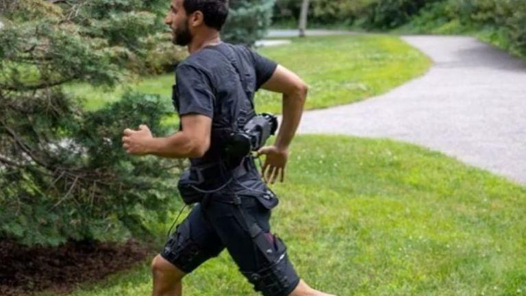 Революционен екзокостюм подобрява ходенето и бягането
