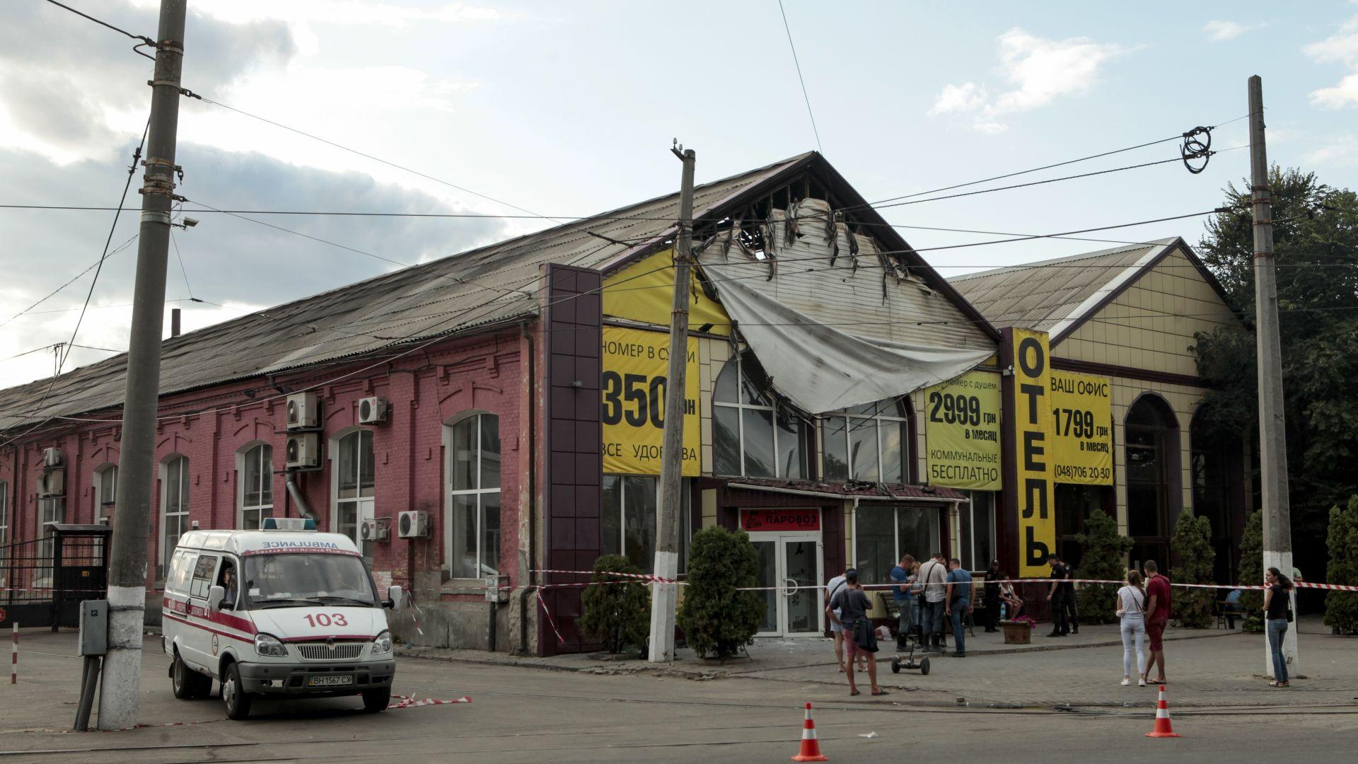 Снимка: 9 души загинаха при пожар в хотел в Одеса