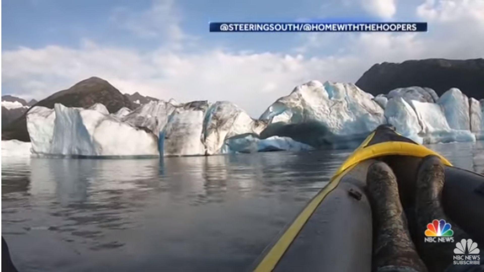 Снимка: Каякари оцеляха, след като ледник се стовари пред очите им
