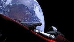 """""""Космическата"""" Tesla направи първата си обиколка около Слънцето"""
