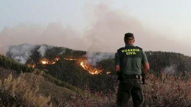 Хиляди евакуират от Гран Канария заради пожари