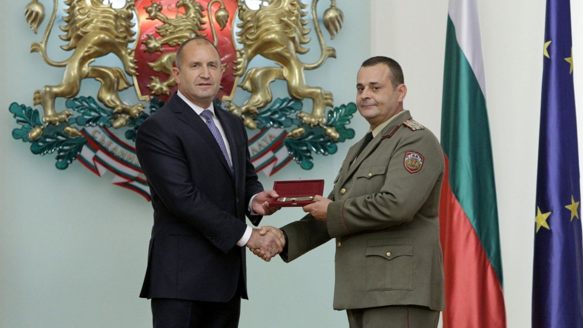Президентът връчи генералските пагони на Станимир Христов