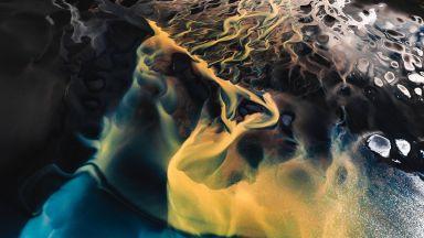 Смайващите форми и нюанси на Исландия и Гренландия от въздуха