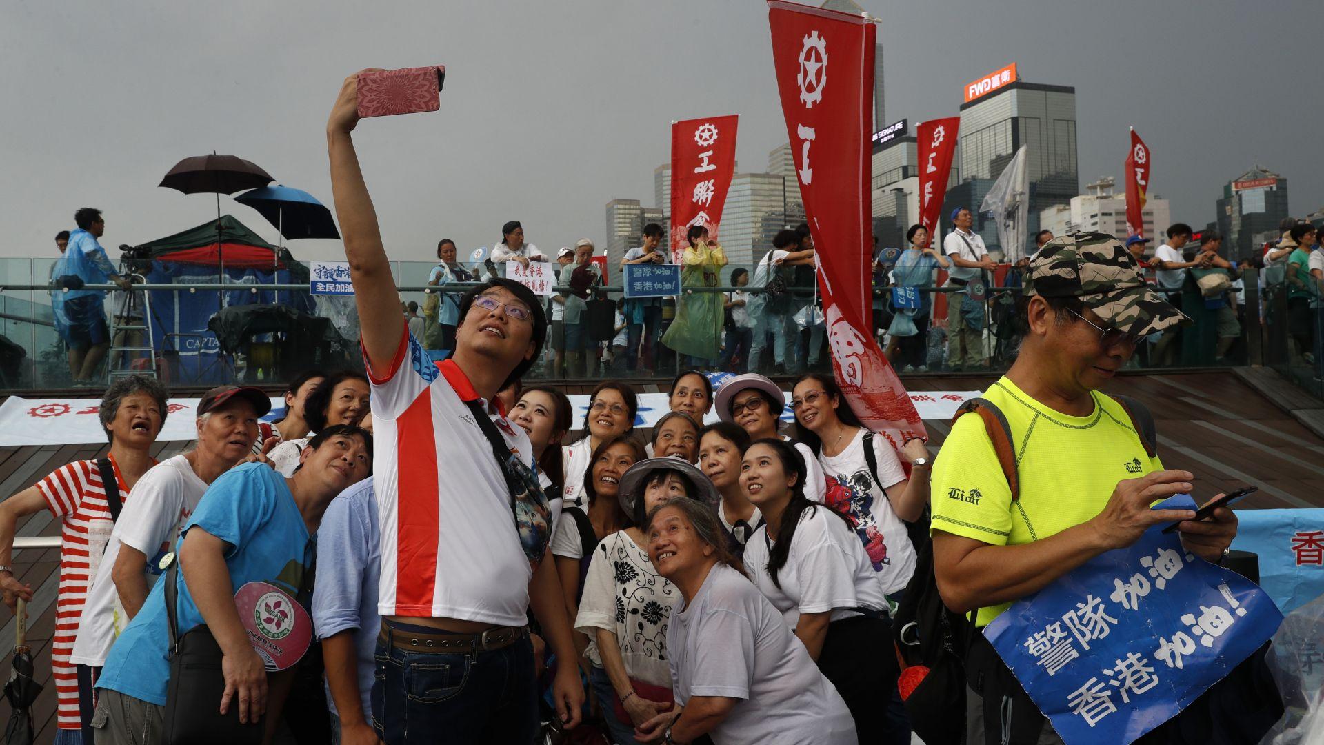Китайските власти сеят раздор сред протестиращите чрез Туитър и Фейсбук