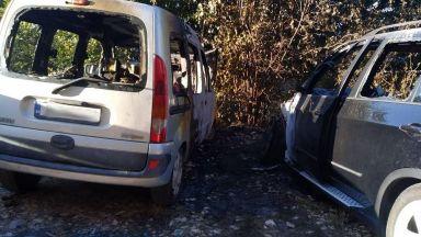 Изгоряха два автомобила тази нощ във Варна, единият е БМВ Х5 (снимки)