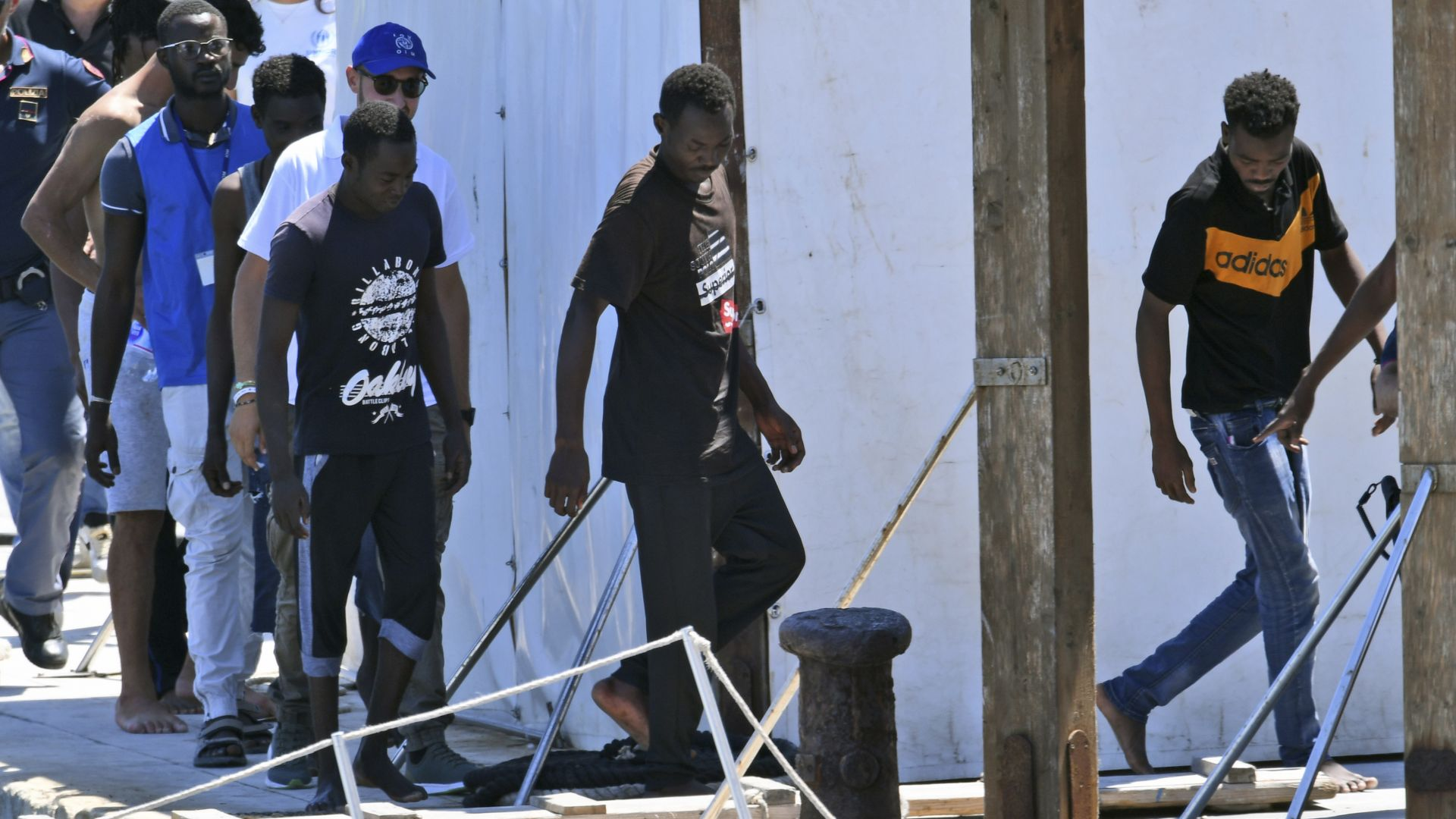 Германски кораб с мигранти  влезе незаконно в италианските води
