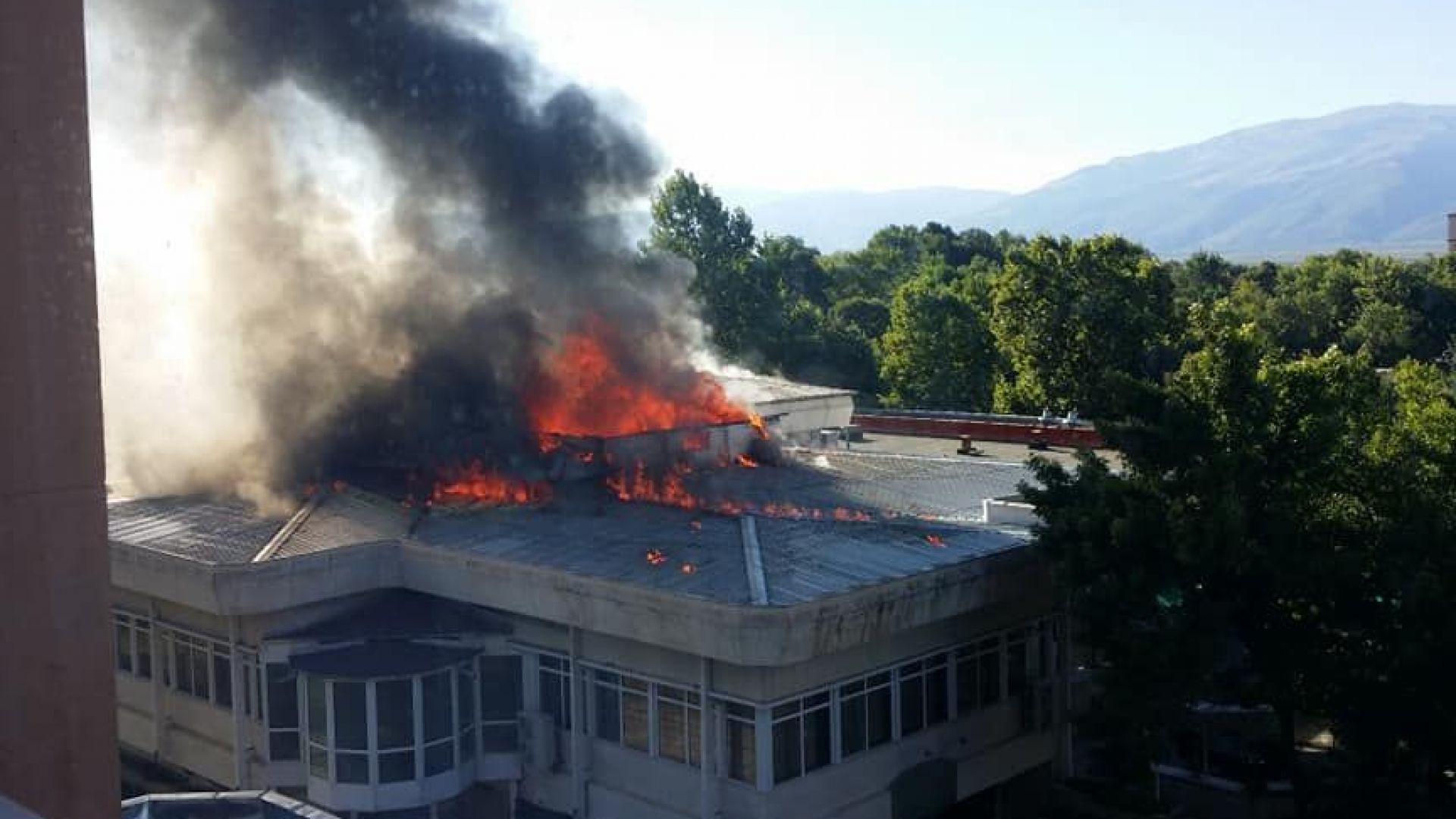 Евакуация заради пожар в оздравителен комплекс в Павел баня (видео)