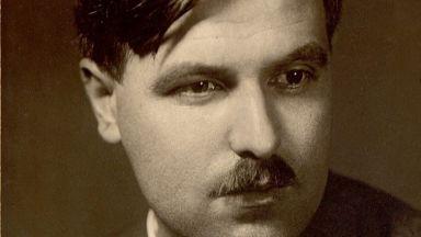 Човекът, който написа най-хубавите детски приказки, погребва като малки и двете си деца