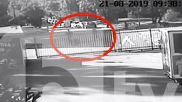 Охранителни камери са заснели нападателите на служителя на Левски? (видео)