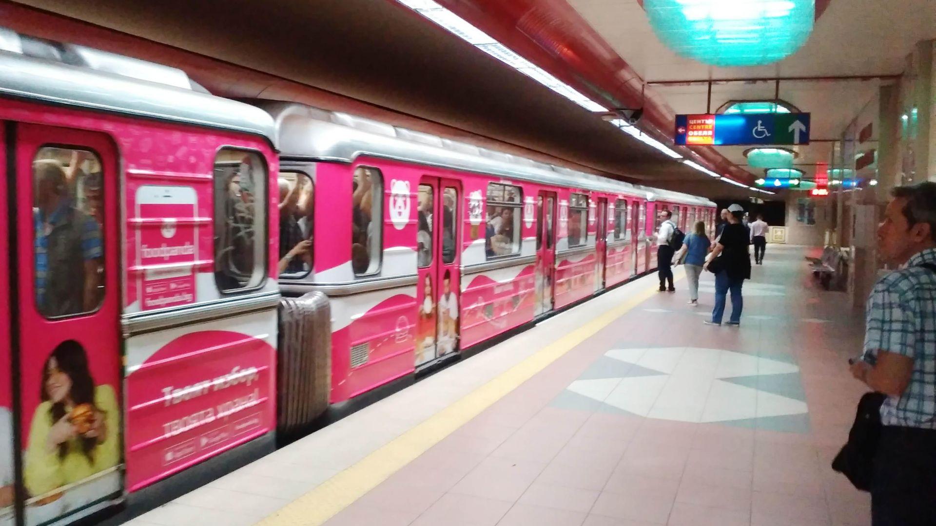 Брандирана мотриса вече вози пътници в метрото