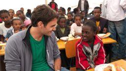 Различният Федерер: Вдъхновен от 1 милион деца