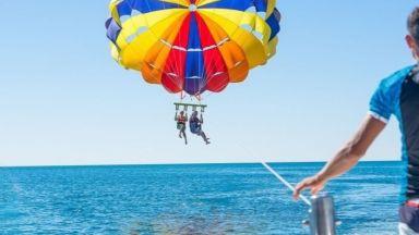 Вятър откъсна парашут с майка и син край Созопол, паднаха в гора (видео)