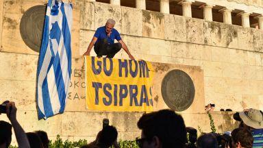 Гърция спира пенсии от по €25 хил.