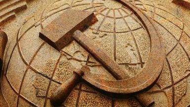 Литва настоя Амазон да забрани продажбата на стоки със сърп и чук
