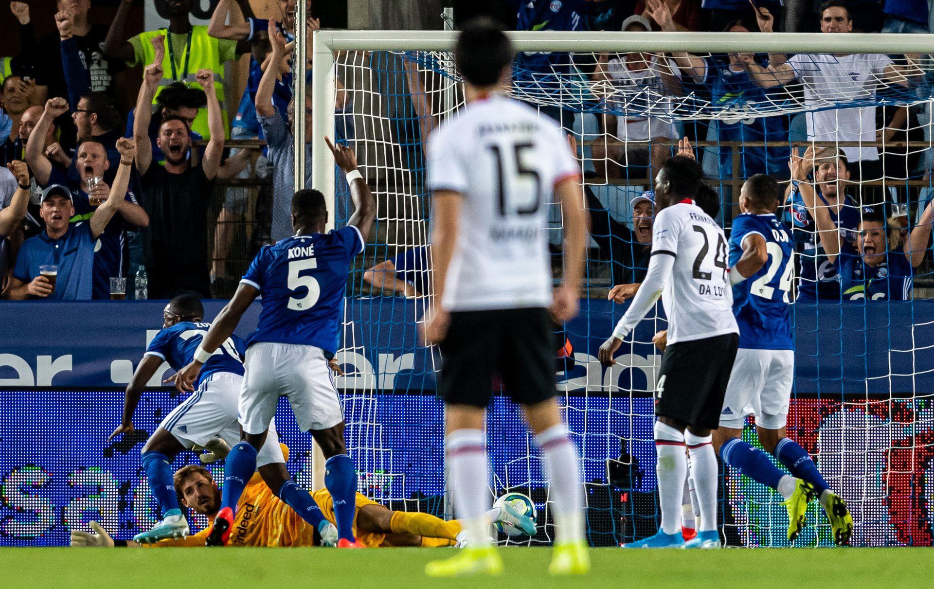 Кевин Зои бележи във вратата на Айнтрахт победния гол за Страсбург