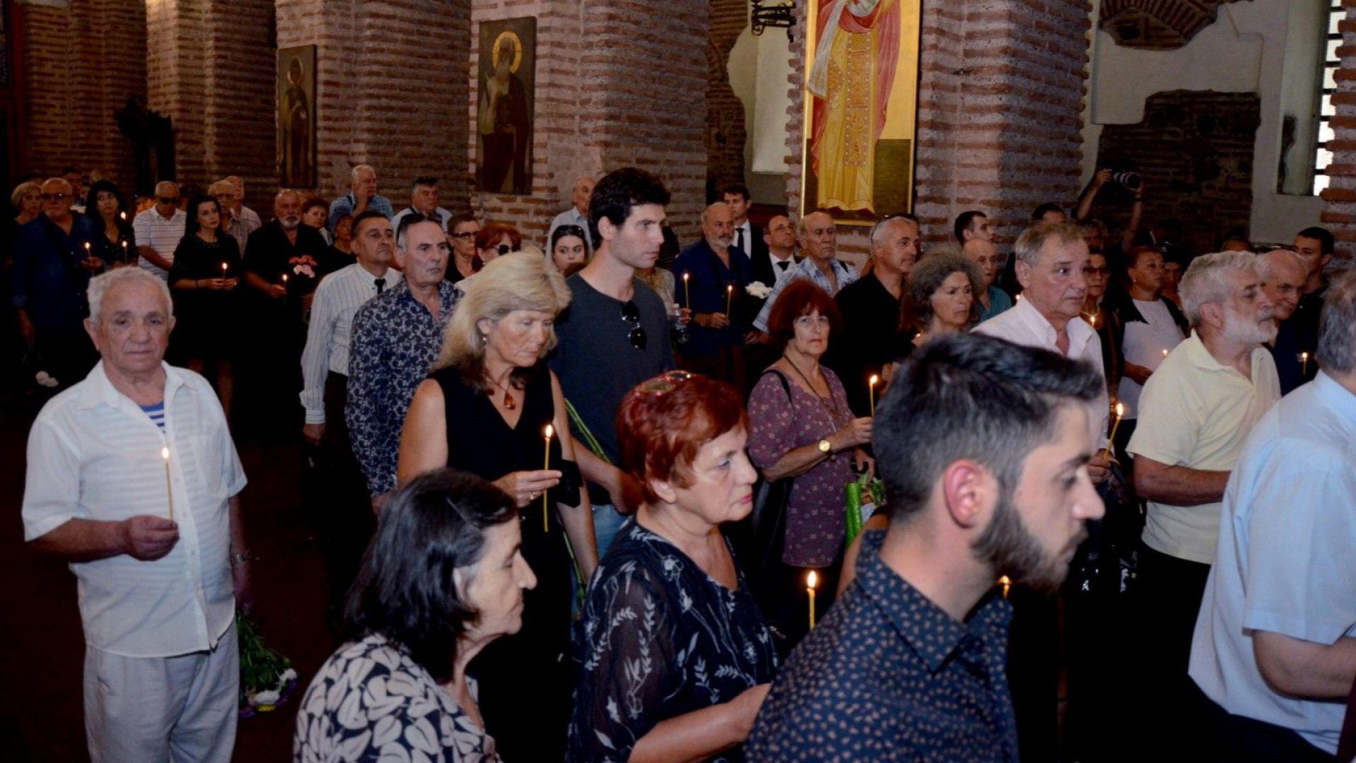 """Десетки сведоха глава пред Жорж Ганчев в църквата """"Света София"""""""