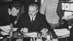Съветско-нацисткият пакт от 1939 г.: Необходимо зло или опортюнизъм