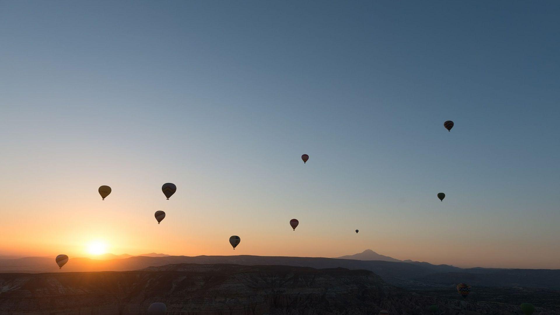 Учени планират да изстрелват космически сателити от балони